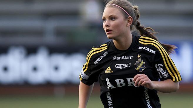 Моя Эмели в высшей футбольной лиге Швеции.